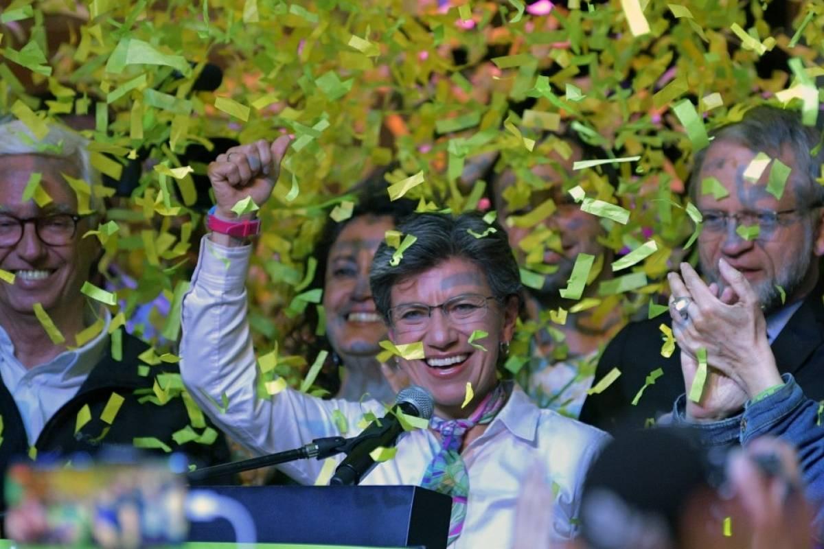 "Lesbiana, ecologista e ""incorruptible"": Conoce a Claudia López, la primera mujer elegida alcaldesa de Bogotá"