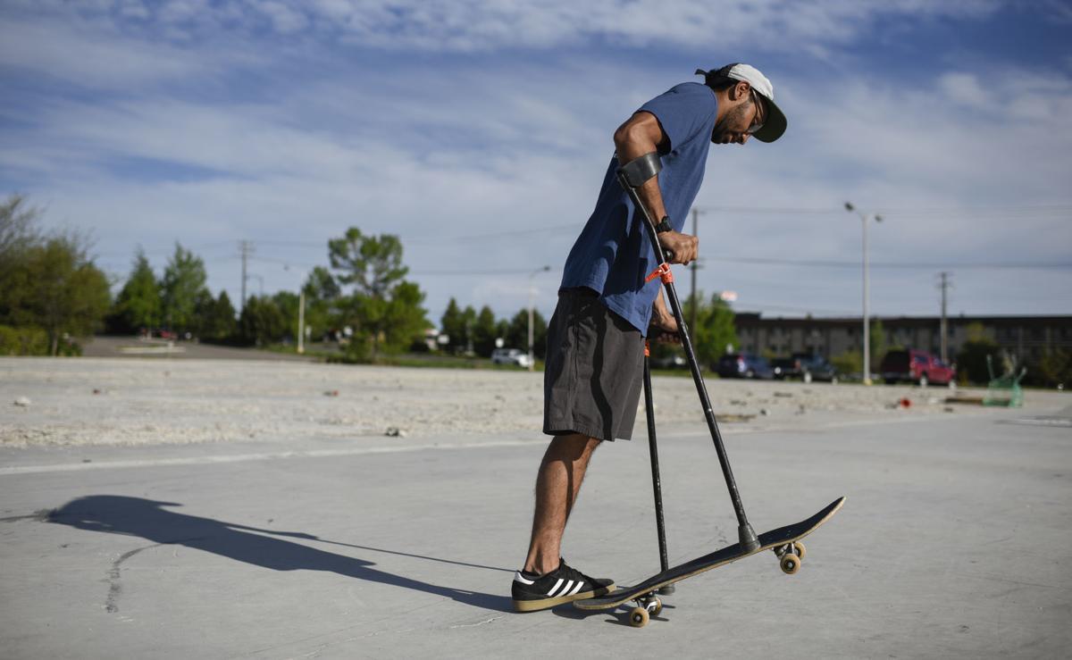 Conoce a Vasu Sojitra, el deportista extremo amputado de una pierna que esquía, patina y sube montañas