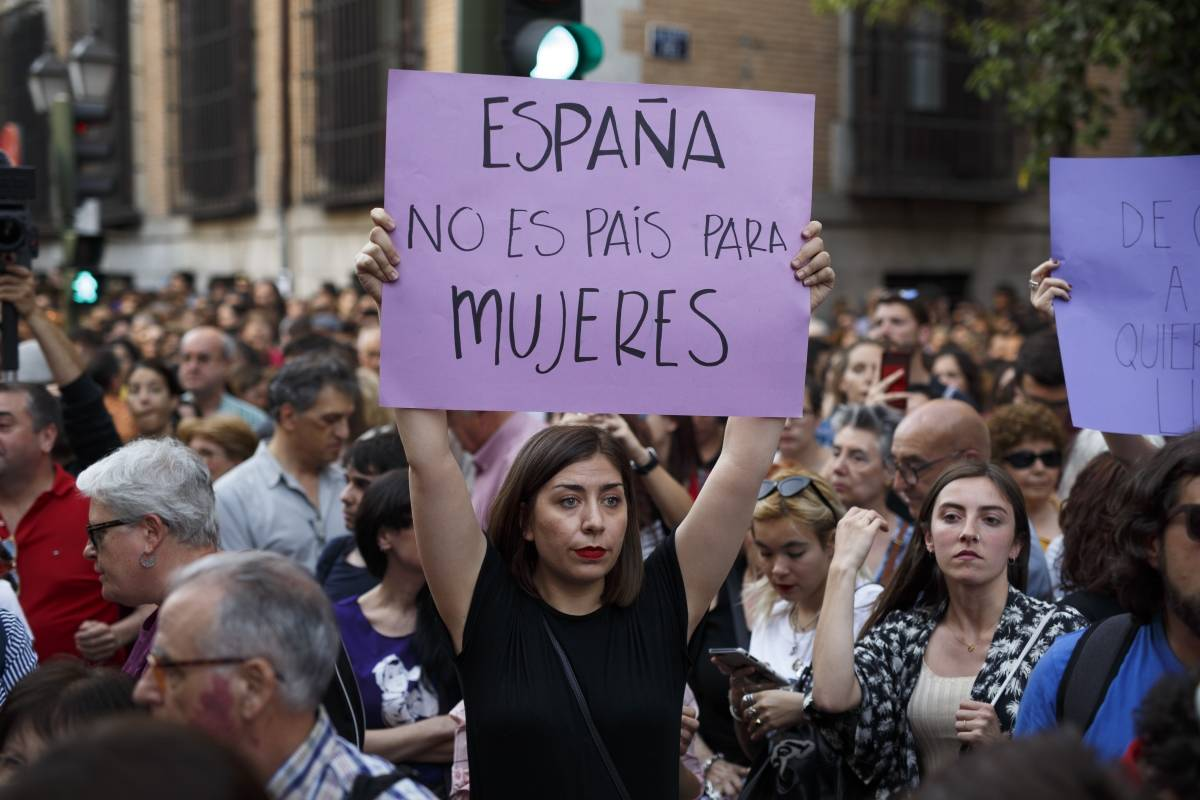 España: Nueva Ley de Libertad Sexual tipifica el acoso callejero como delito