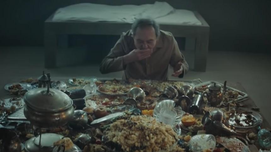 """""""El Hoyo"""": Comer es la prioridad en este terrorífico thriller español de Netflix"""