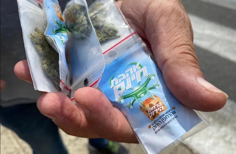 Un dron en Israel dejó caer cientos de bolsas con marihuana gratis