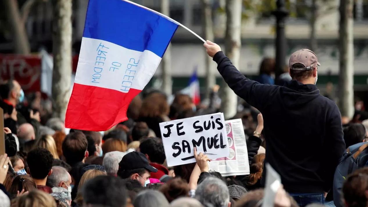 Francia: Alumnos recibieron dinero por delatar a profesor decapitado tras mostrar caricaturas de Mahoma en clase