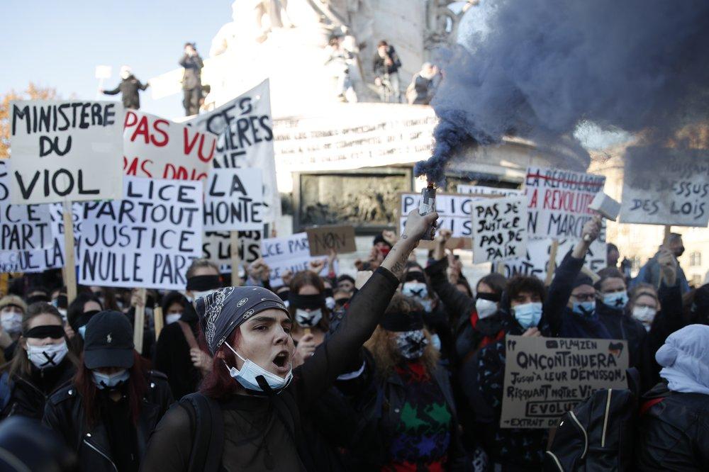 Francia: Manifestaciones masivas en contra de nueva Ley de Seguridad, mientras policías que golpearon a productor negro son encarcelados