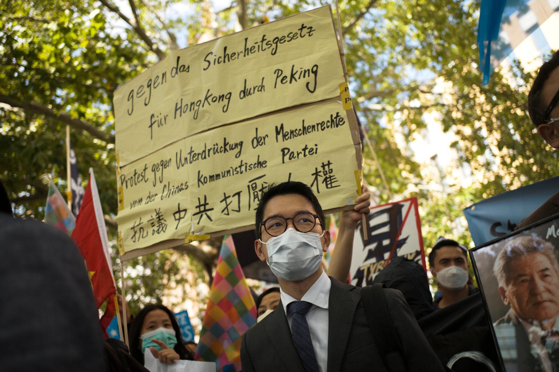 Hong Kong: Activista pro-democracia Nathan Law pide asilo en Reino Unido