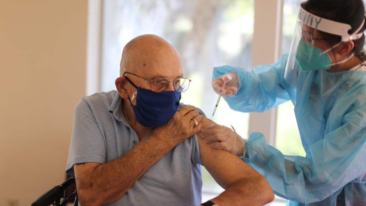 Coronavirus: Noruega reporta 23 muertes tras aplicación de vacuna Pfizer; Brasil comienza inmunización