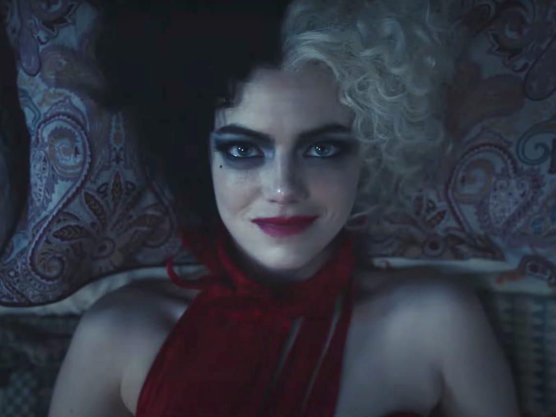 """""""Cruella"""": Emma Stone es la icónica villana de Disney en esta precuela llena de moda, punk rock y dálmatas"""