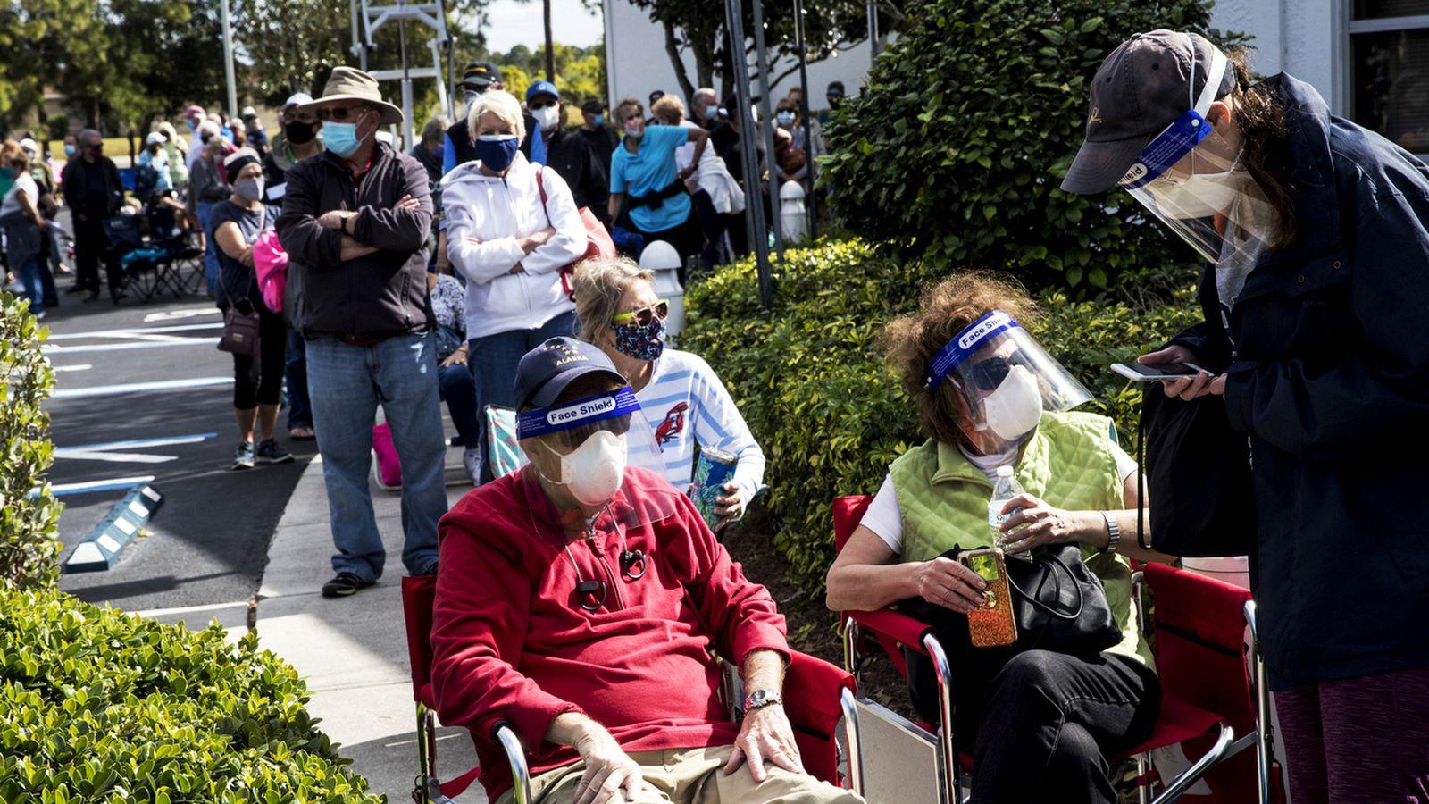 """Coronavirus: Dos mujeres en Florida se disfrazan de """"abuelitas"""" para ser vacunadas antes; UE duplicará su aporte al programa Covax"""