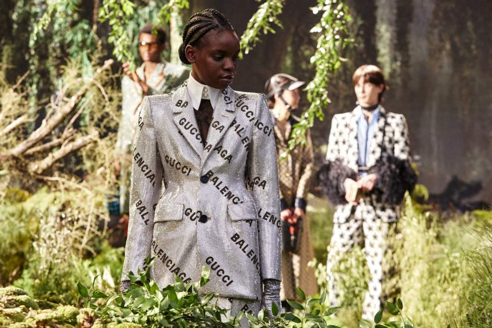"""Gucci """"hackea"""" a Balenciaga en esta colección que combina a Blancanieves, moda ecuestre y los años 70"""