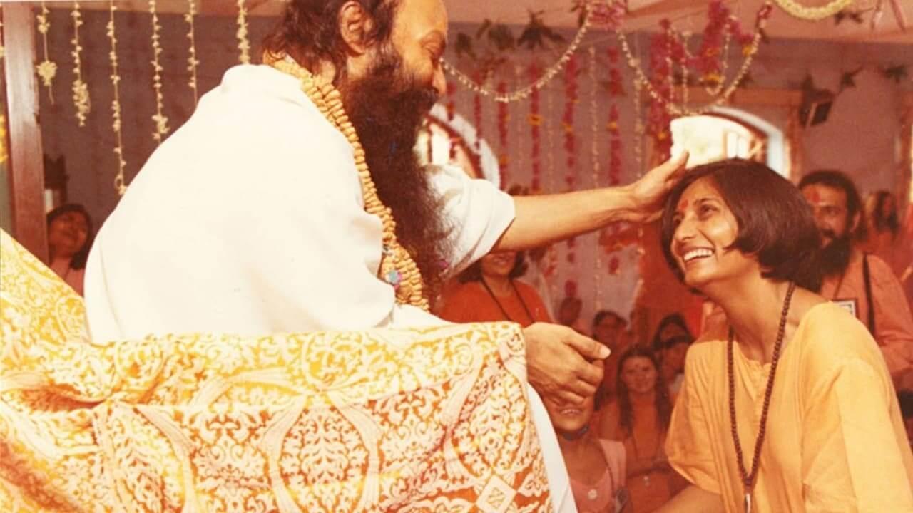 """El trailer de """"Searching for Sheela"""" nos lleva por la historia de la aliada del culto de Osho Rajneesh"""