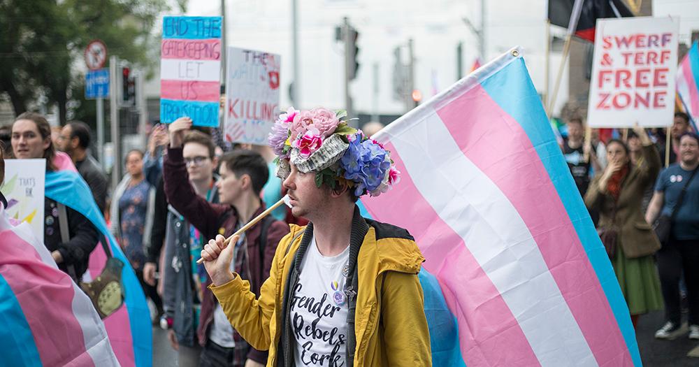 """14% de los adolescentes trans """"nunca"""" se han sentido optimistas sobre su futuro, según encuesta"""