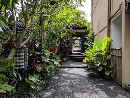 jalan masuk alam sembuwuk resort