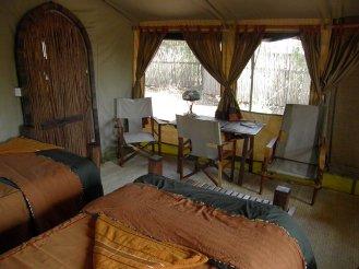 Isoitok-inside-tent