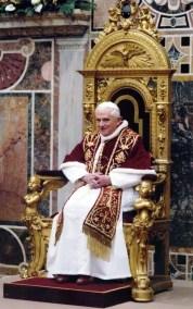 Benoît XVI dans la chaise
