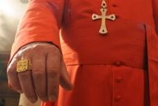évêque main