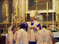 Guido Pozzo misa en rito antiguo en Trieste en la Virgen de la parroquia del Rosario