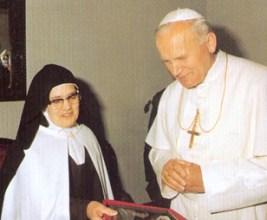 Carmelitane Giovanni Paolo II e suor Lucia 1982-001
