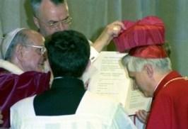 chapéu de Paulo VI cardeal Ratzinger