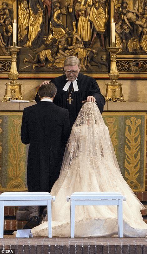 img_59ade39f06b25 | История красавицы и принца закончилась романтичной свадьбой! Но что омрачило брачное торжество?