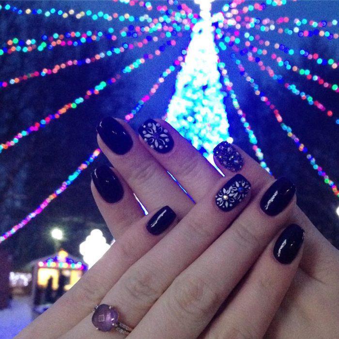 image29 | Идеи зимнего маникюра — праздничное настроение вам гарантировано!