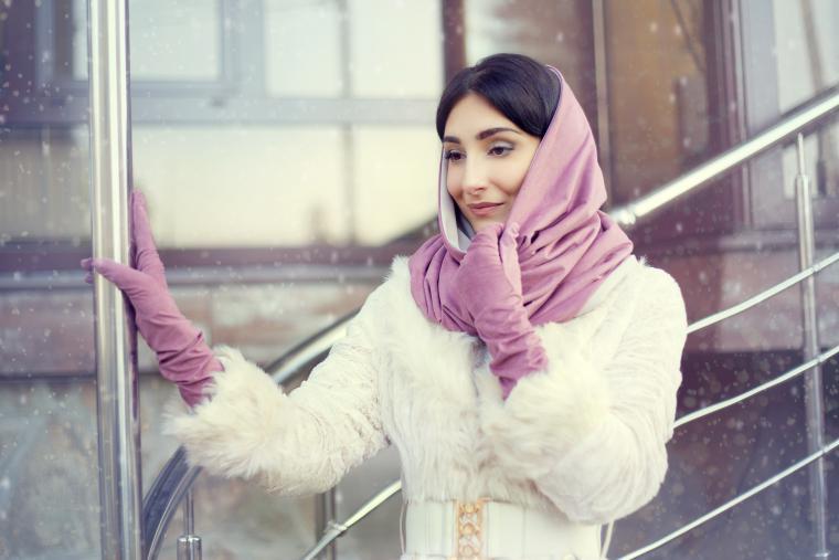 image10-9 | Как красиво повязать платок зимой — стильные образы в холодное время года!