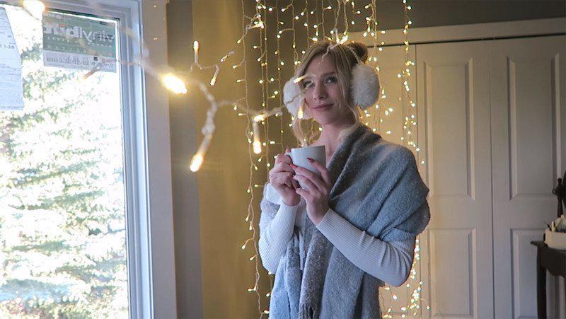 image5-61 | Съемка волшебного новогоднего портрета с гирляндой в обычной спальне