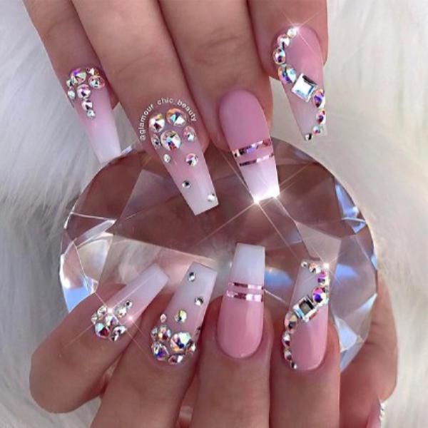 image34-1 | Красивые ногти с украшениями на весну-лето 2018