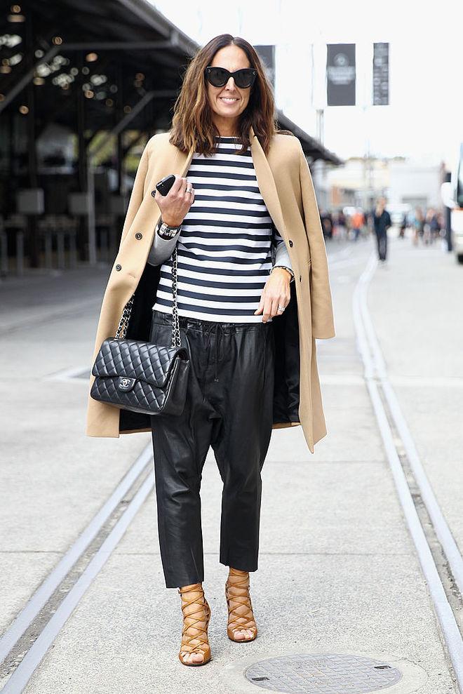 image21-33   8 стильных образов с черными брюками: модные тенденции весны 2018