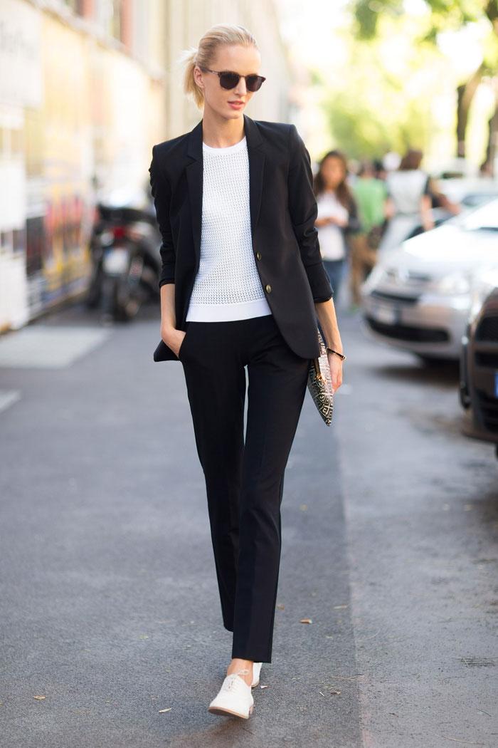 image28-15   8 стильных образов с черными брюками: модные тенденции весны 2018