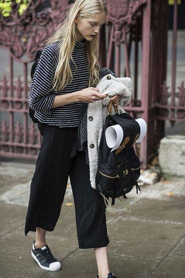 image6-93   8 стильных образов с черными брюками: модные тенденции весны 2018