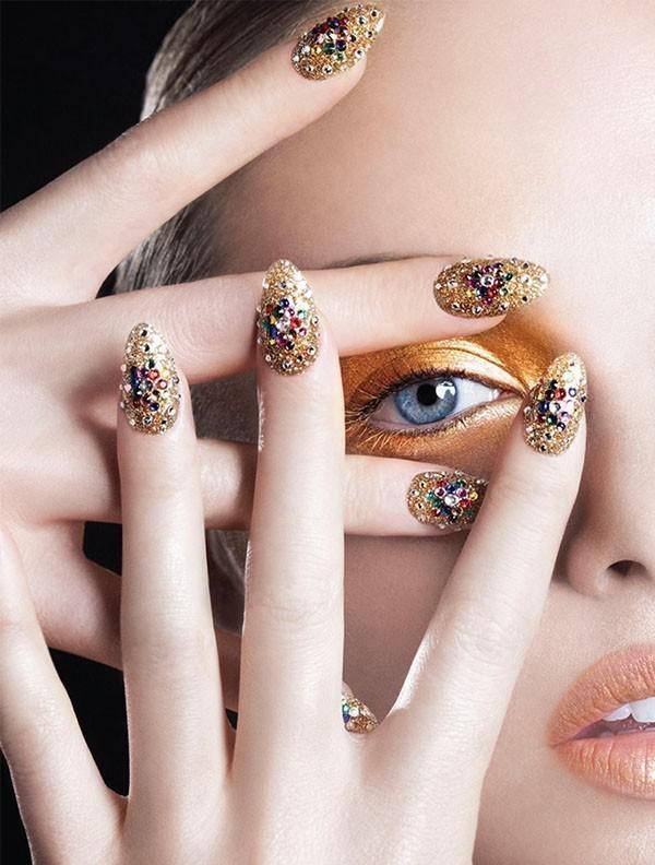 embellished-nails-1 | Тренды маникюра: маникюр с украшениями