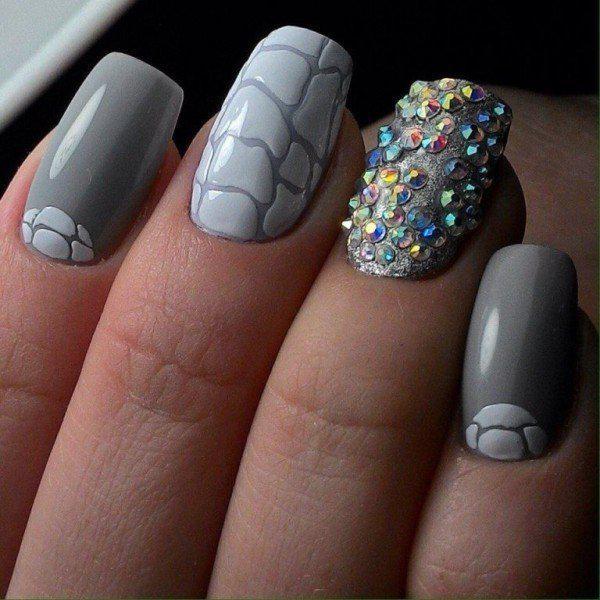 embellished-nails-8 | Тренды маникюра: маникюр с украшениями