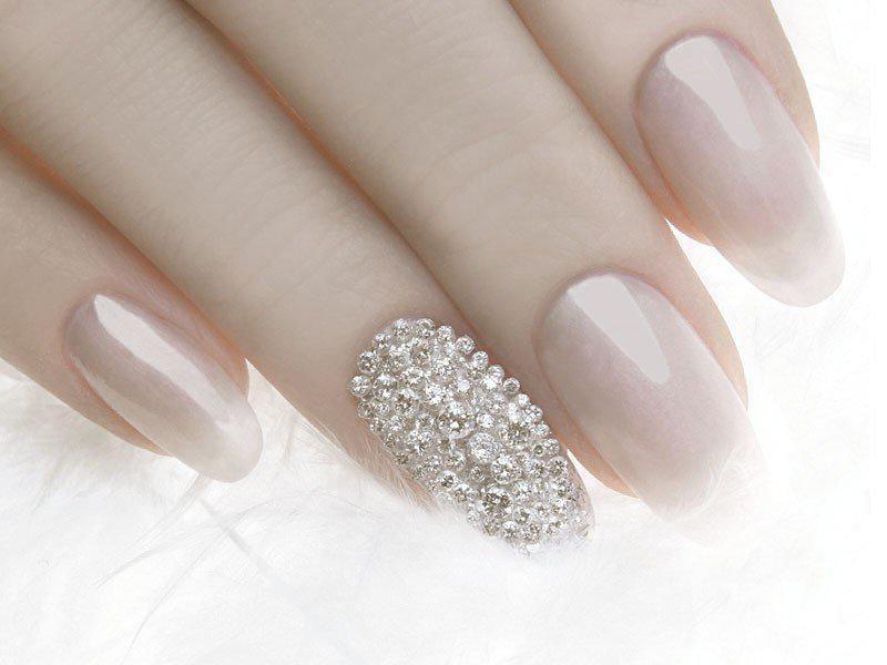 embellished-nails-9 | Тренды маникюра: маникюр с украшениями