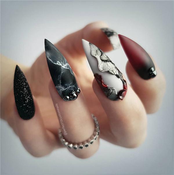 image10-23   Черный маникюр на ногти-стилеты