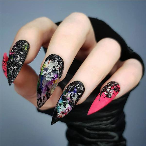 image15-19   Черный маникюр на ногти-стилеты