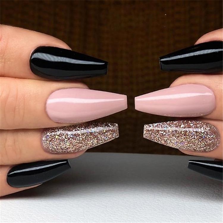 image16-10 | Блестящие идеи тёмного маникюра на длинные ногти