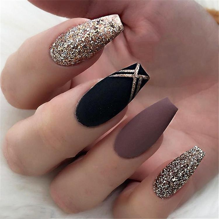 image17-10 | Блестящие идеи тёмного маникюра на длинные ногти