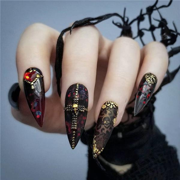 image17-19   Черный маникюр на ногти-стилеты