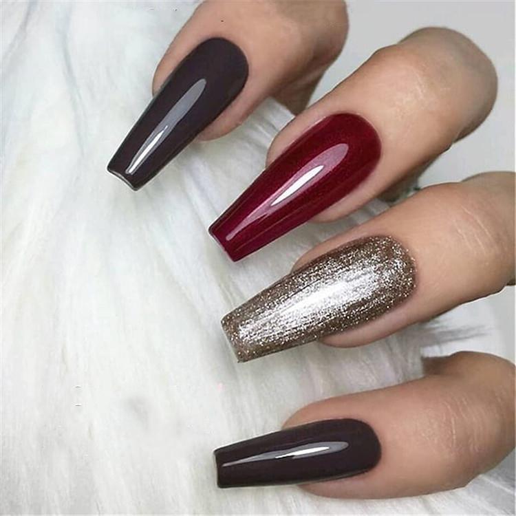 image6-15 | Блестящие идеи тёмного маникюра на длинные ногти