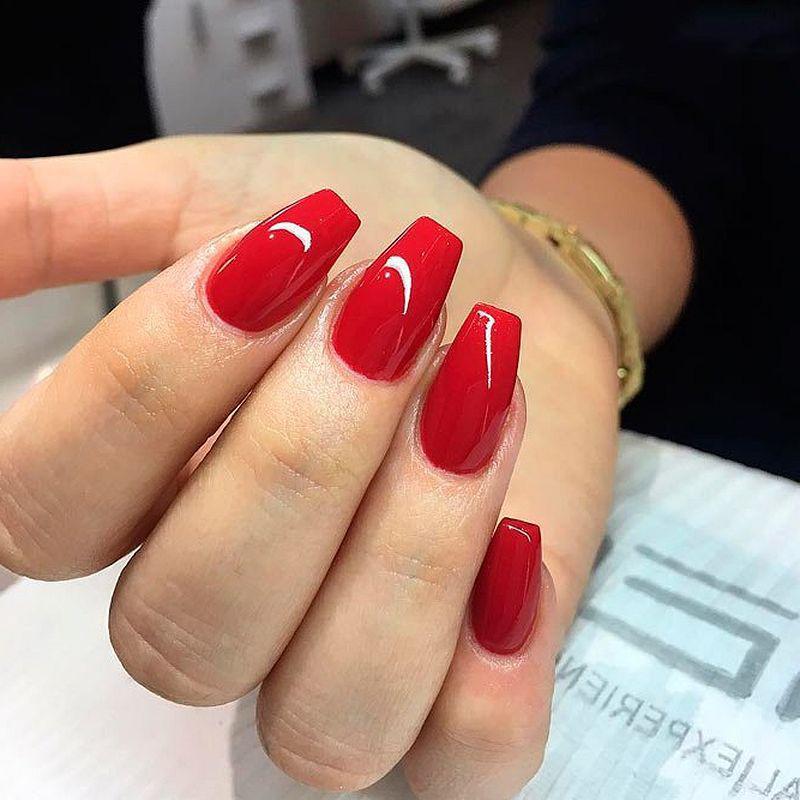 image28-24   Лучшие идеи красного маникюра на ногти любой длины