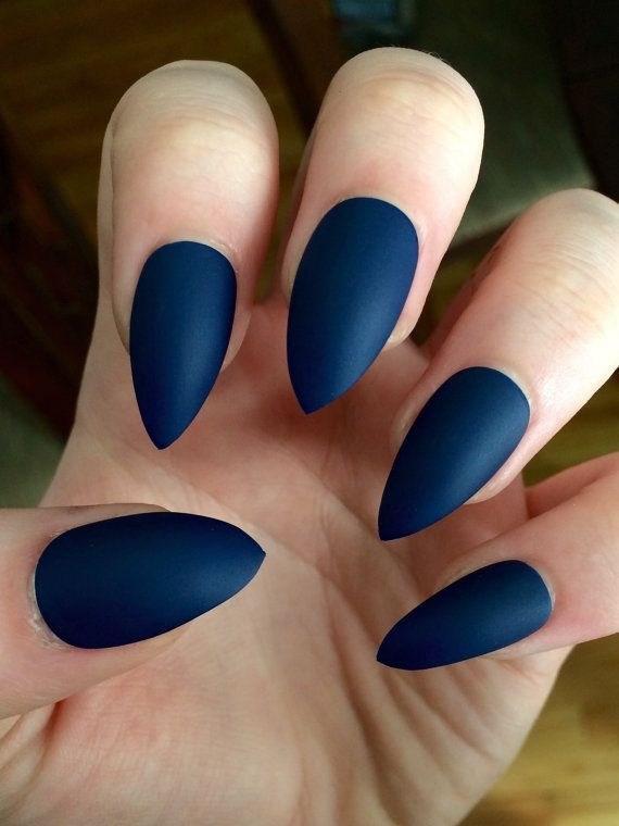 image28-5 | 37 идей синего маникюра на ногти разной формы и длины — найди лучшее решение