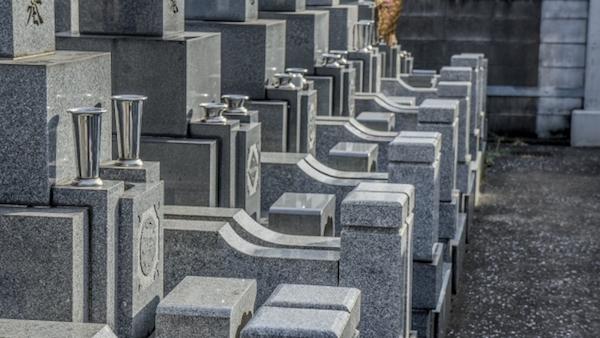 お金がなくて墓地が買えない
