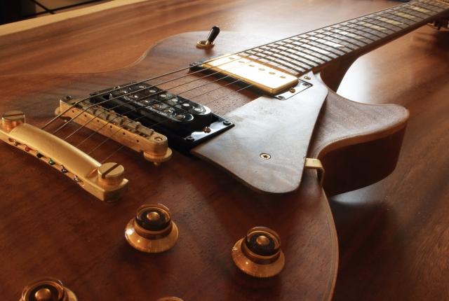 エレアコギターFenderを高く売る方法とは