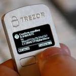 TREZOR(トレザー)ビットコインウォレットの評判!Ledger Nano S (レジャー・ナノS) との違いとは!