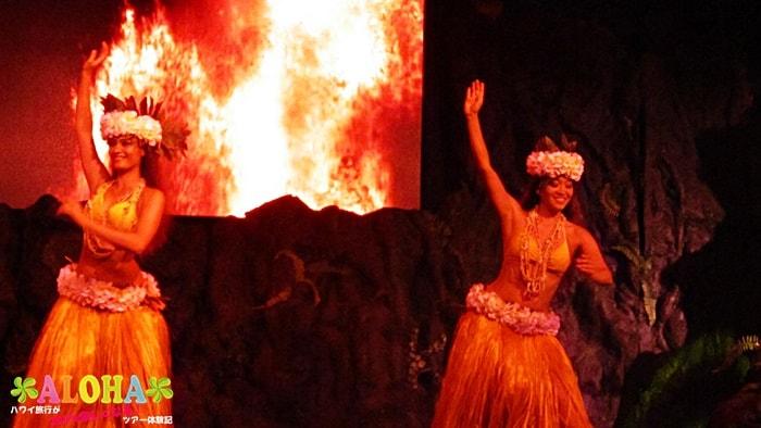 テ・モアナ・ヌイのショーの様子「ファイヤーダンスと女性ダンサー」