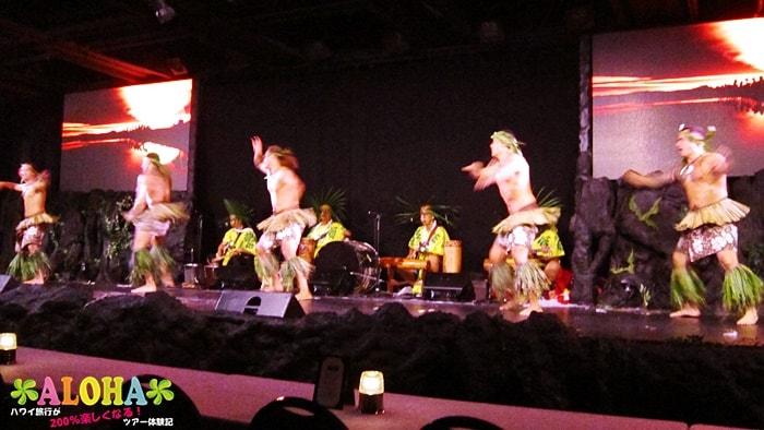 テ・モアナ・ヌイのショーの様子「男の速いダンス」