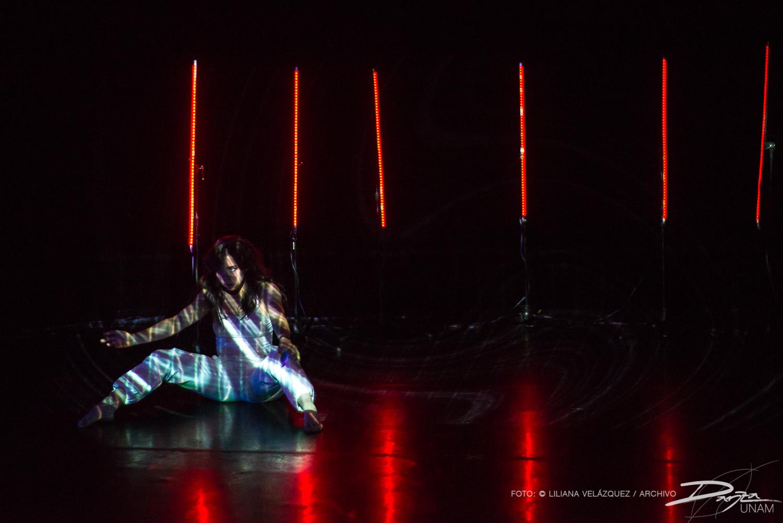 Renato González presentó el resultado del Laboratorio-Taller 'UMBRAL-LAB' en el Salón de Danza del Centro Cultural Universitario de la UNAM