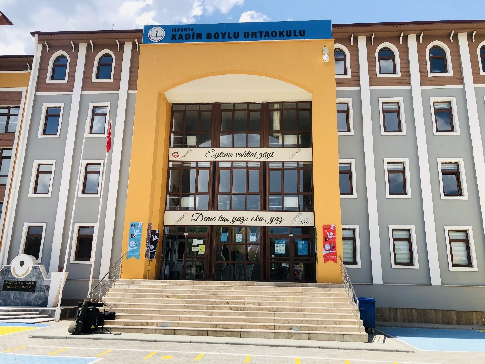 Isparta'da ortaokul öğrencilerinden kavşaklara yeni sinyalizasyon projesi