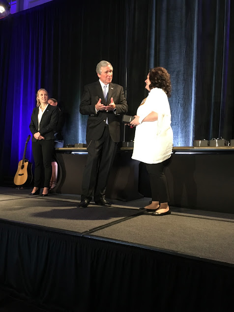 Sonia Di Maulo receives her awards from George W. Bush!