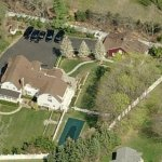 Hillary's Chappaqua residence. Sort of looks like a castle, doesn't it?