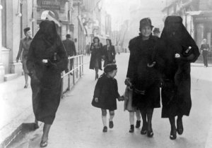 L-R: Bachriya Hardaga with Rivka Kavilio and Zejneba Hardaga and their daughters on a street in Sarajevo, Yugoslavia (1941)